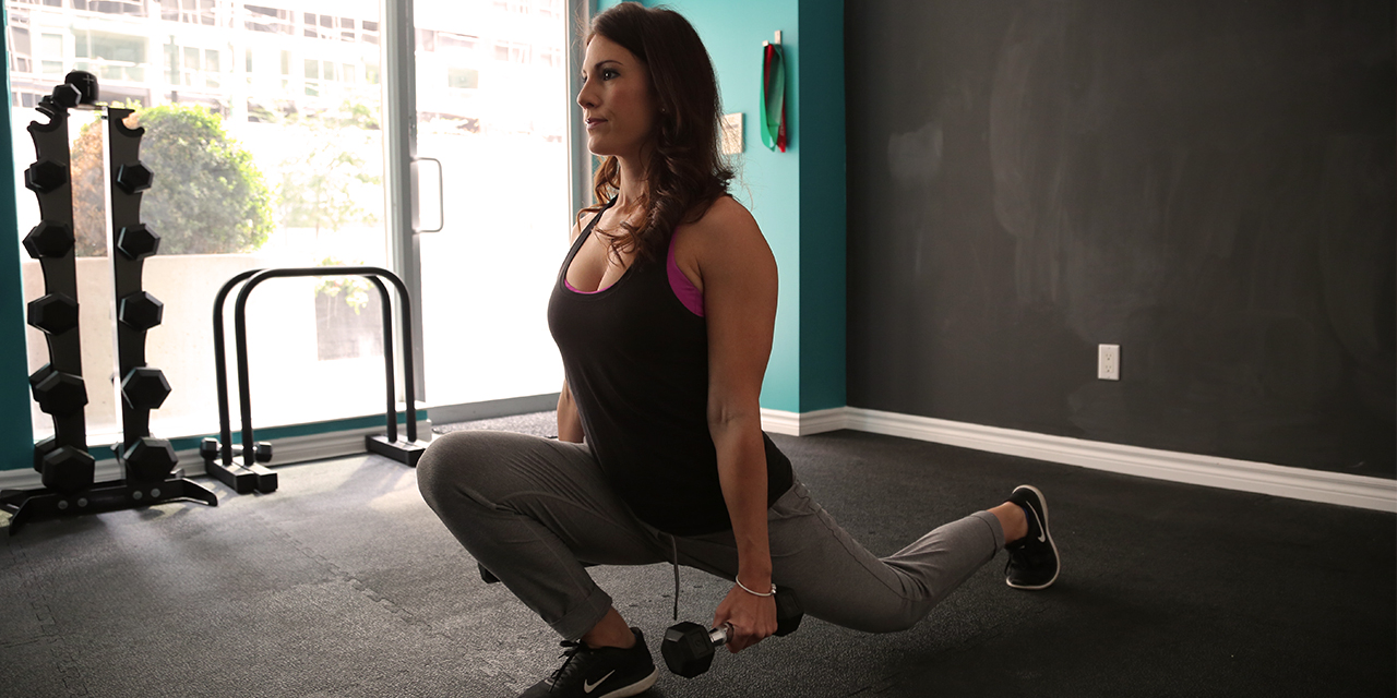 Woman doing lunges at gym